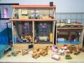 Spielzeugausstellung: Puppenhaus 1960 – Eigenbau