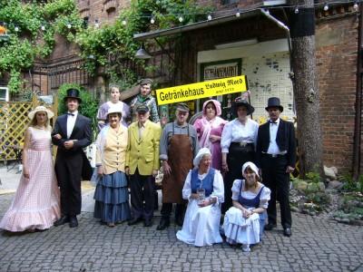 In historischer Kleidung (für den Festumzug)